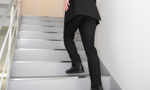 階段を上る